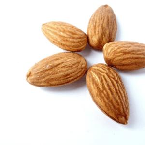 Olio di Mandorle dolci: Benefici & Utilizzi
